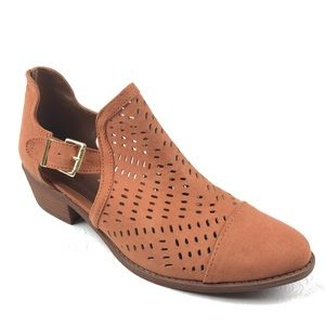 QUPID Hazel Sochi Ankle Boot 9 brown perforated